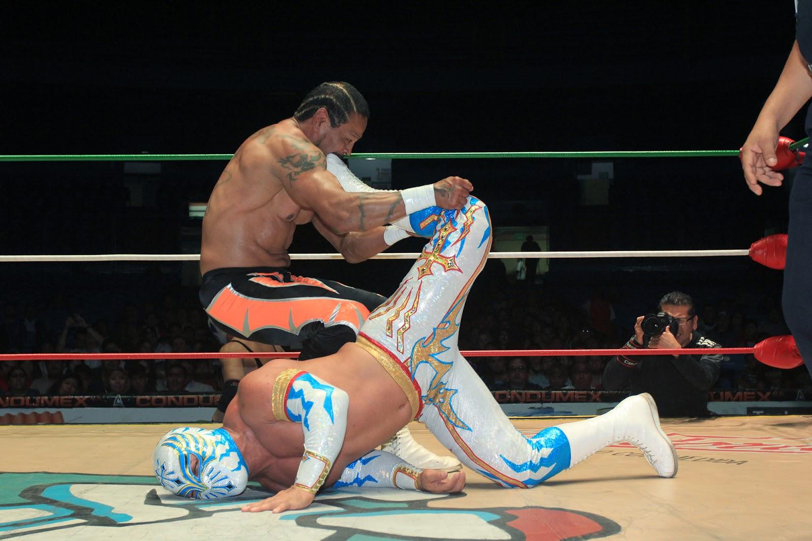 Historia del Wrestling: Carístico, Atlantis y Negro Casas vs ...