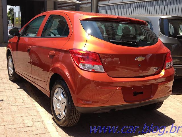 Chevrolet Onix LT 1.0 - perfil traseiro