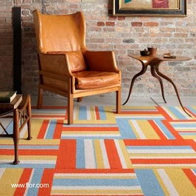 Baldosas cuadradas de alfombra en patrón moderno