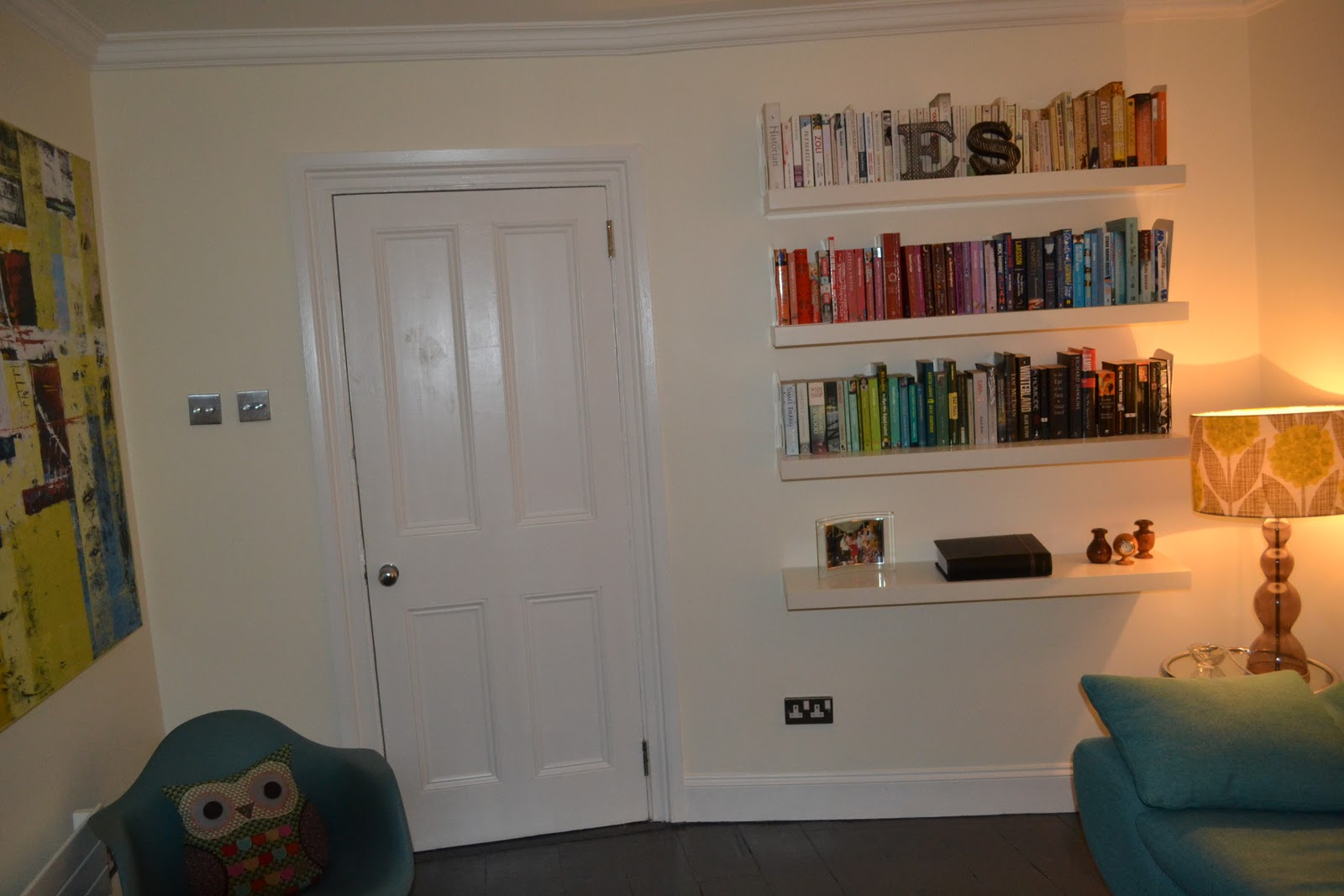 Mo theach before and after living room gets a new lease for Ikea bookends uk