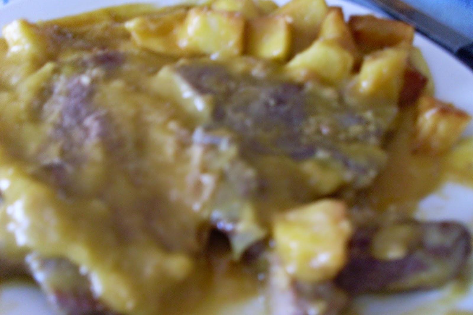Un cocinilla en la cocina filetes de ternera en salsa - Filetes de ternera en salsa de cebolla ...