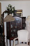 Lampe, skap og stol