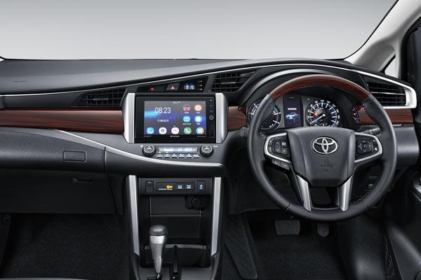 toyota-innova-dashboard