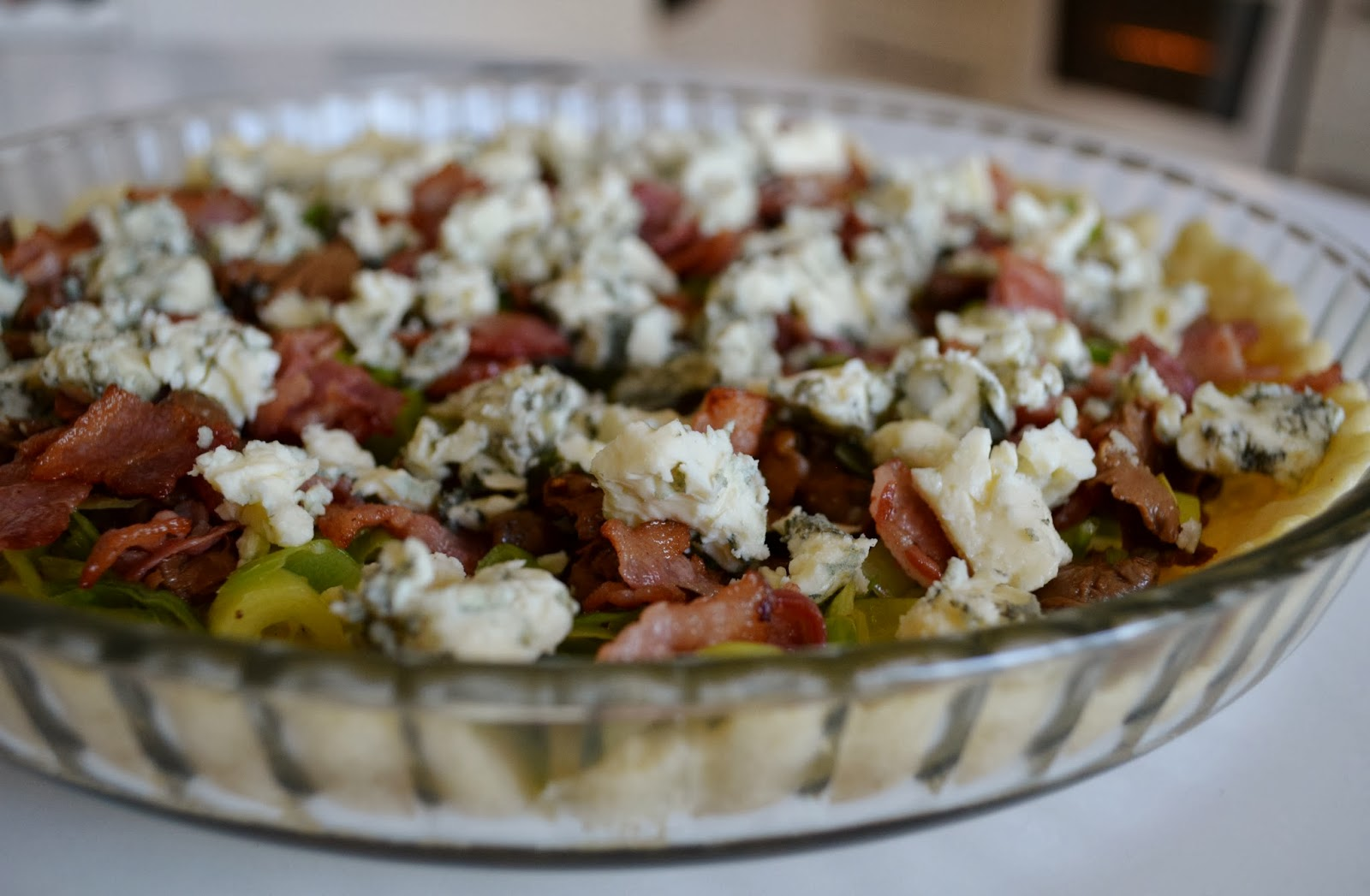 kantarellpaj med bacon och ädelost