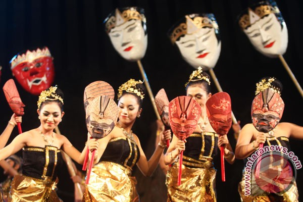 Pelajar Indonesia Kenalkan Nusantara Lewat Tarian dan Makanan