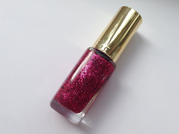 L'oreal Paris Nail Polish Color Riche 836 Scarlett Tinsel.