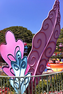 Alice Wonderland leaves Mad Tea Party Teacups Disneyland