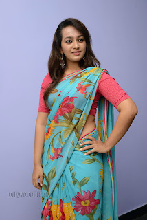 Esther Noronha Pictures in saree 030.jpg