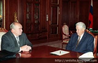 Александр Старовойтов (слева) вывел сотрудничество с Siemens на высший уровень (справа Борис Ельцин). Фото