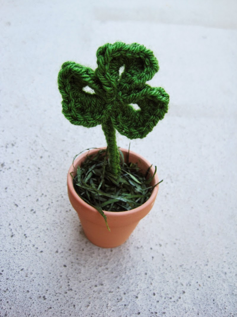 Crochet Clover Pots: free crochet shamrock pattern for St. Patrick's Day | She's Got the Notion