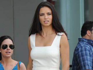 Adriana lima incinta del secondo figlio gossip e paparazzi for Adriana lima marito