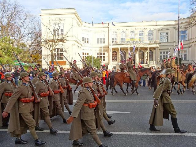 Rekonstruktorzy w marszu Razem dla Niepodległej 2013