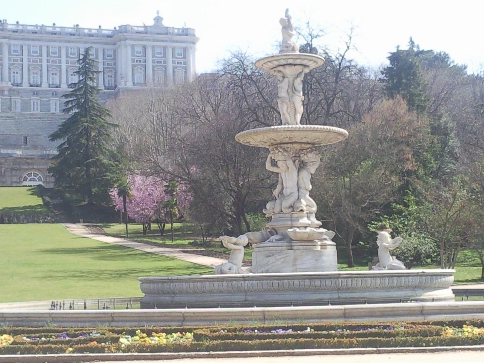 Por la calle de alcal el palacio real de madrid - El palacio del bebe ...