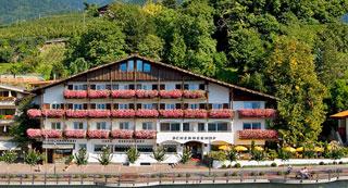 Hotel im Zentrum von Schenna, Hotel Schennerhof /></td>           </tr> <tr>             <td class=