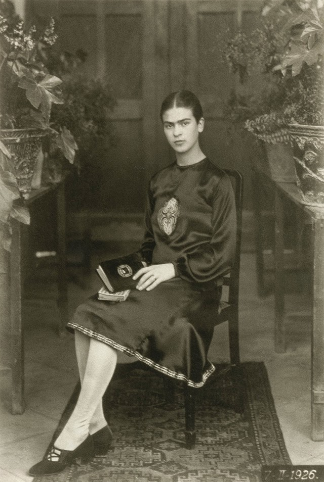 Rare and Beautiful Portrait Photos of a Young Frida Kahlo