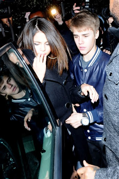 selena gomez gets punched by a justin bieber fan. selena gomez got punched in