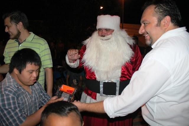 Santa Claus recorre las colonias y comisarías de Mérida