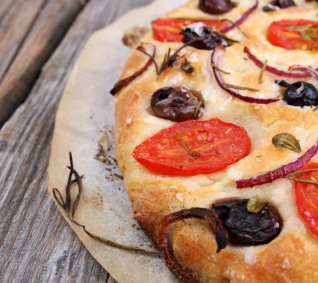 Oppskrift Perfekt Hjemmebakt Focaccia Foccacia Oliven Tomat Rødløk Tapas Brød