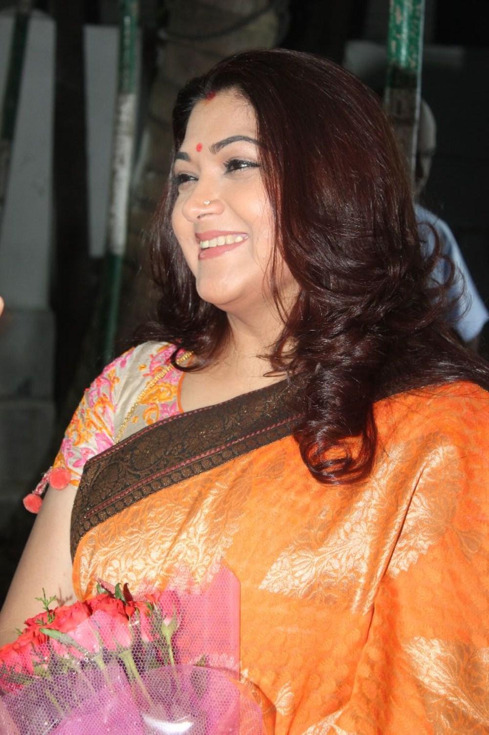 Newstillsindia: Actress Kushboo Latest Stills in Saree(No Watermark)