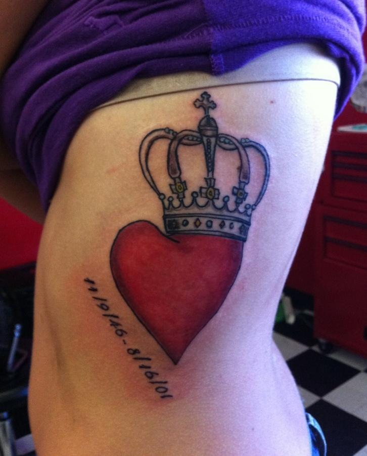 coração com coroa e datas