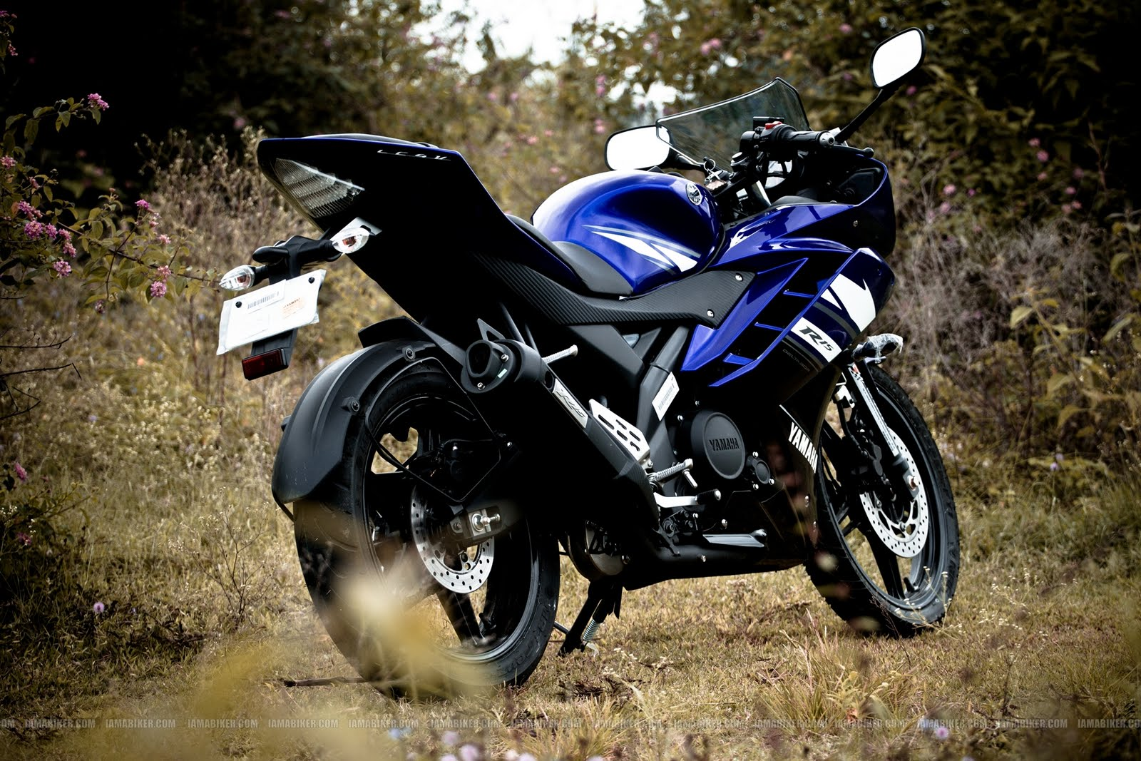 pic new posts: yamaha r15 v2 hd wallpapers