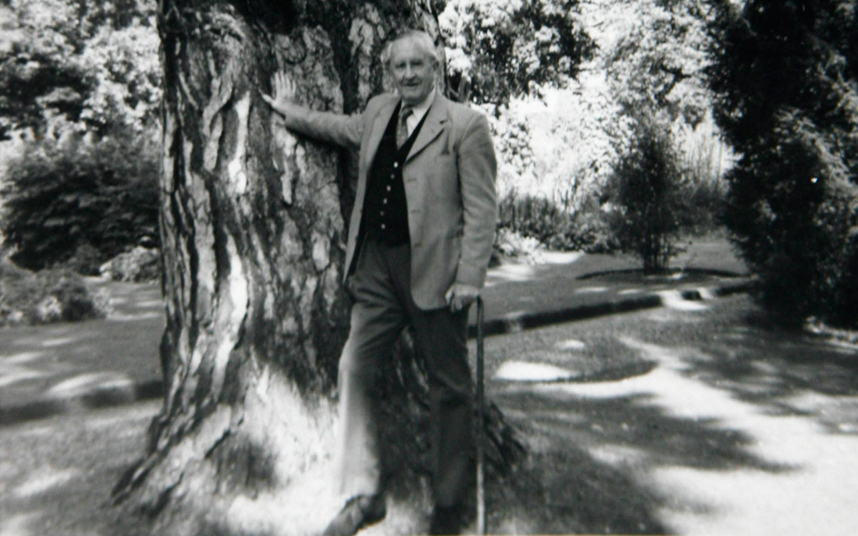 how tolkiens life influenced his works Jrr tolkien was a deeply religious oxford don and world war i veteran – but his works had a huge impact on the '60s counterculture jane ciabattari reports the slogans 'frodo lives' and 'gandalf for president' festooned subway stations worldwide as graffiti middle earth, jrr tolkien's meticulously.