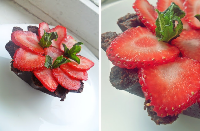 Шоколадные тарталетки с клубникой