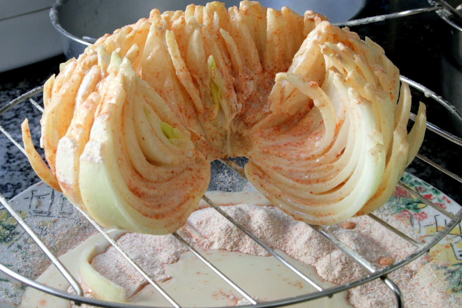Resultado de imagem para cebola empanada em flor