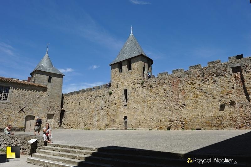 La cour d'honneur du château de Carcassonne blachier pascal