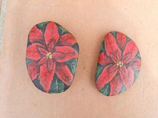 piedras pintadas - ponsetia o flores de navidad