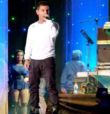 Tito El Bambino cantando en concierto