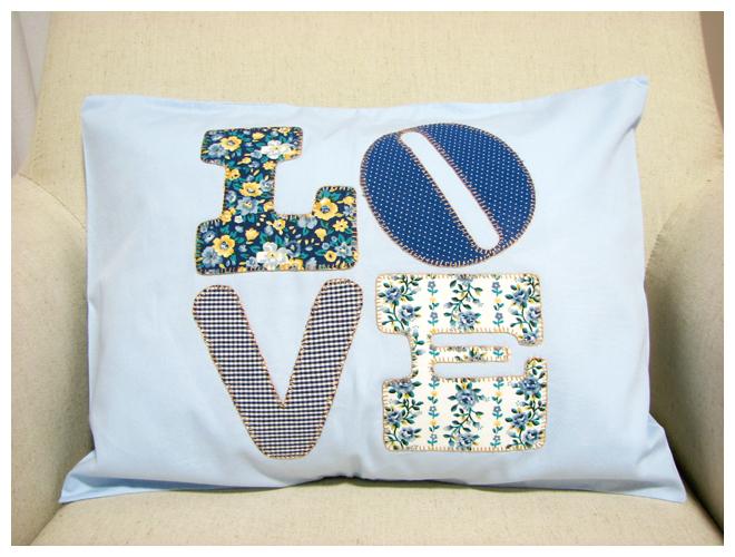 Amado Coisa de Vó: Capa de almofada Patch+Letras Azul BS23