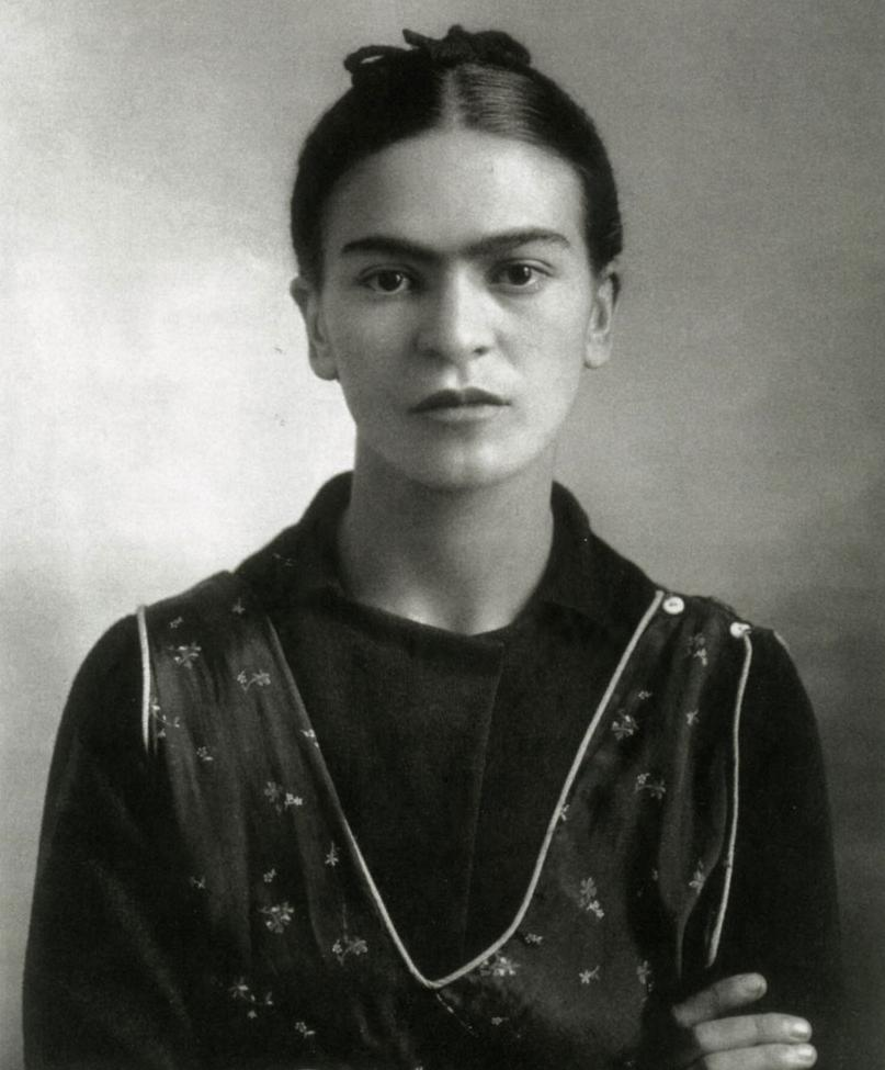 Short biography of frida kahlo