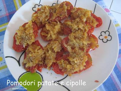 pomodori in padella vestiti a festa con patate e cipolle