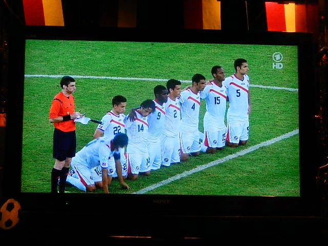 http://www.rp-online.de/sport/fussball/wm/andere-teams/wm-2014-costa-rica-gewinnt-elfmeter-krimi-gegen-griechenland-aid-1.4350917