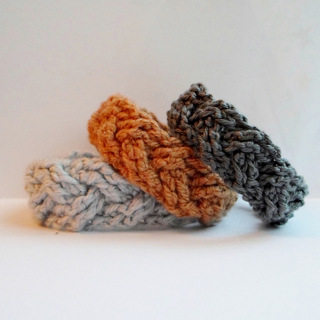 tangled happy: Crochet Cable Bracelets