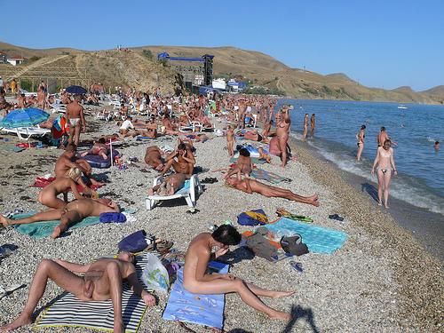 Нудистский пляж видео и фото