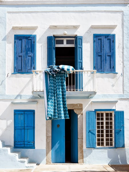 Decoraci n f cil exteriores con encanto en color azul - Casas de color azul ...