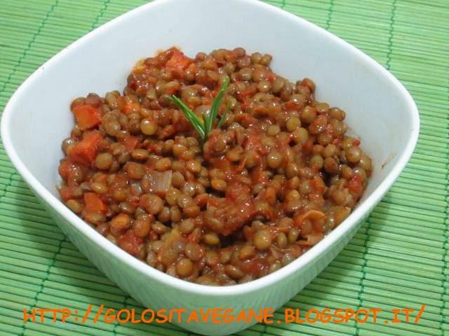 aglio, alloro, carote, cipolle, lenticchie, lenticchie umbre, peperoncino, Preparazioni di base, ragù, ricette vegan, rosmarino, salsa pomodoro, sugo, vino bianco,