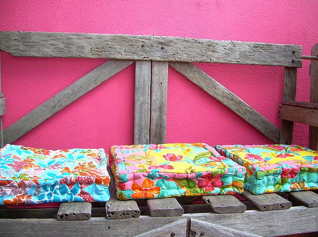 cores e almofadas coloridas