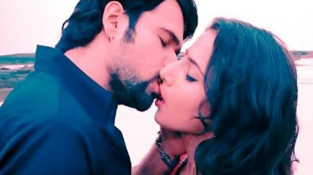 Film Review   Hamari Adhuri Kahani   Emran Hashmi kiss Vidya Balan