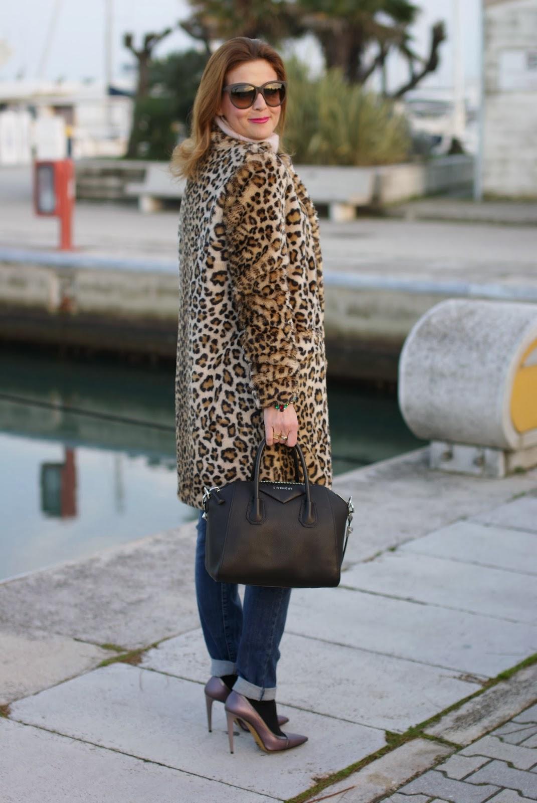 zara leopard coat, metallic heels, leopard faux fur coat, givenchy antigona bag, fashion and cookies, fashion blogger