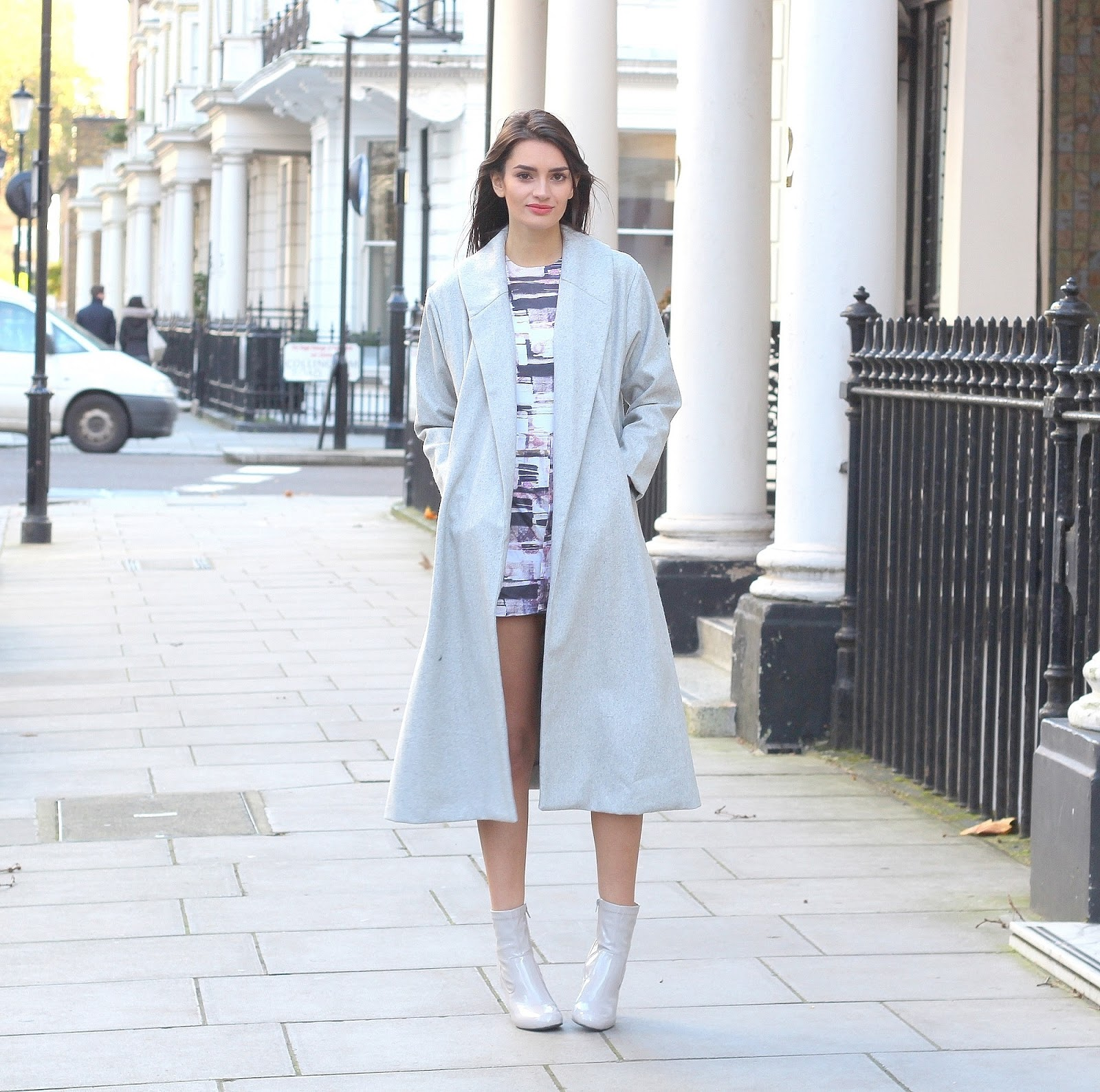 peexo fashion blogger wearing grey