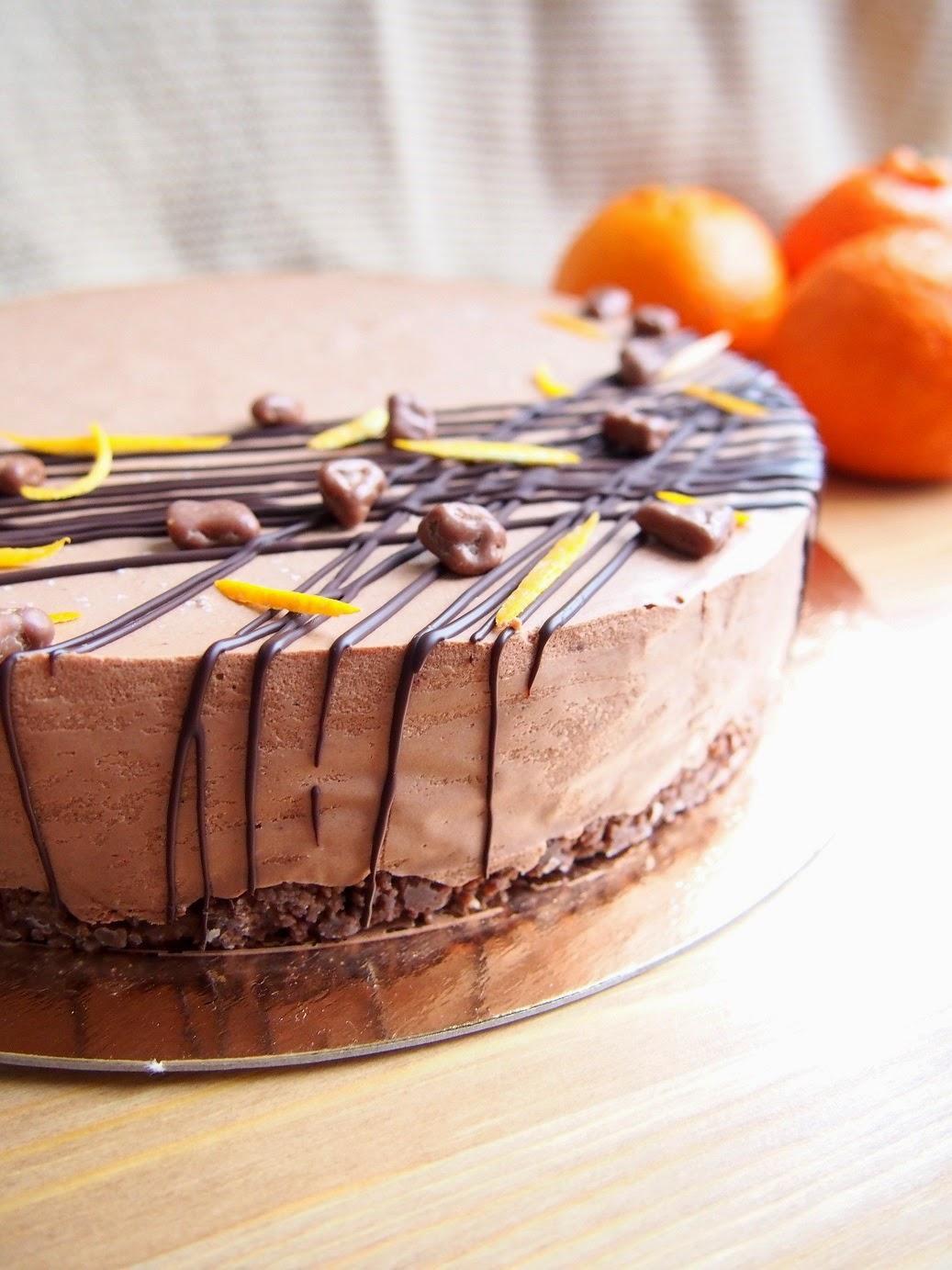 Appelsiini-suklaamoussekakku