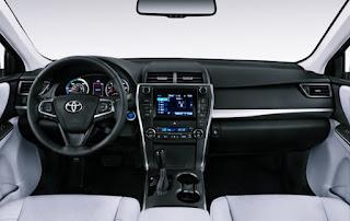 2018 Toyota Camry Hybrid Sedan Review Interior