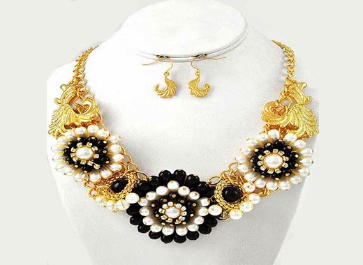 Cream Black Flower Necklace Set