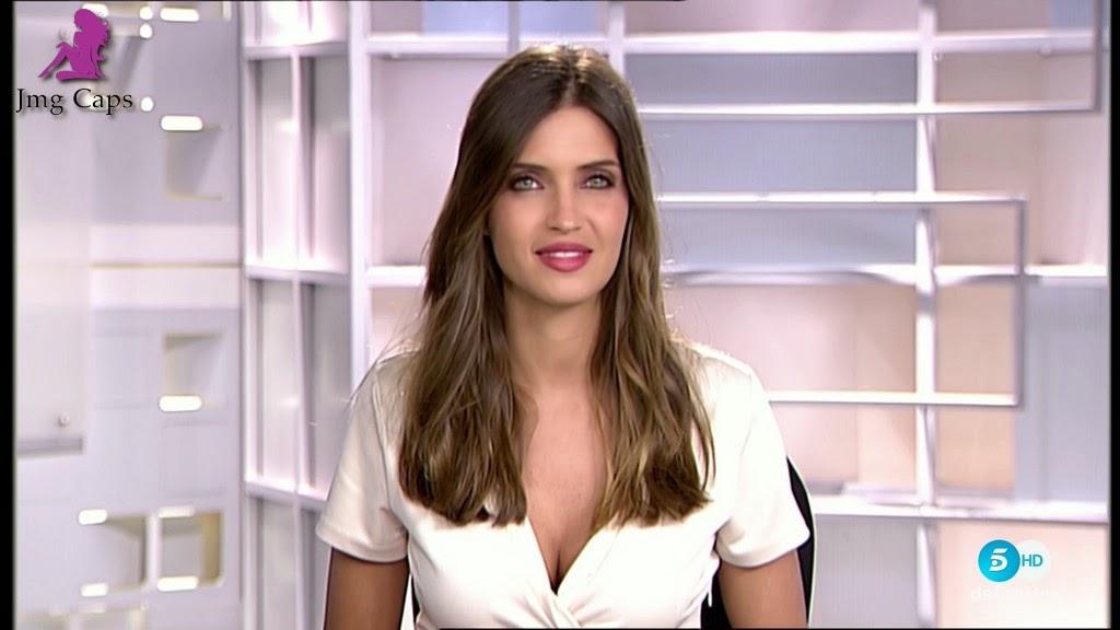 SARA CARBONERO, INFORMATIVOS TELECINCO (06.04.15)