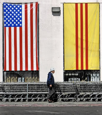 • Nearly 40 years after war's end, flag of South Vietnam endures