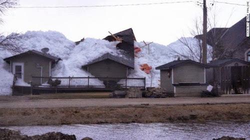 Você já viu um tsunami de gelo #Incrível !