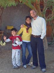 Mi hijo Carlos,  Greta su señora y mi nieto Joaquín en nuestra parcela  de Matilla,